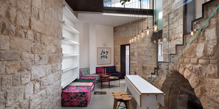 עיצוב מודרני בין ישן לחדש בבית אבן עתיק